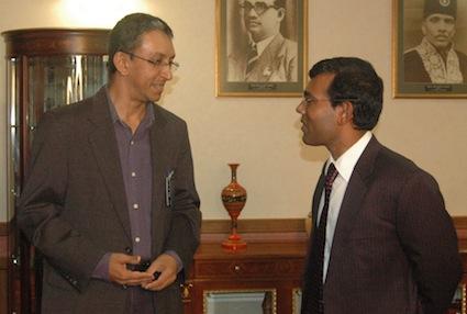 Nalaka Gunawardene (left) and President Mohamed Nasheed in Male, Aug 2009